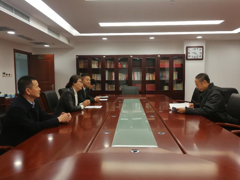 中国侨联党组书记裁、主席万立骏听取益阳市侨联工作汇报